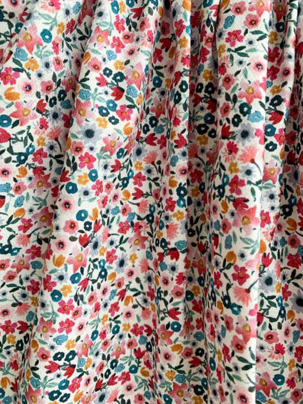 Jupe Joséphine: Jupe fleurie, fond blanc, petites fleurs roses et bleues